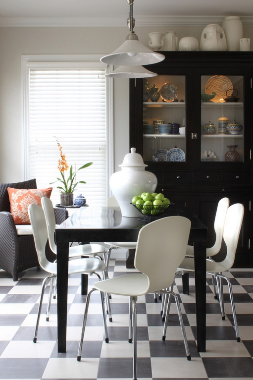 Black and white dining decoration