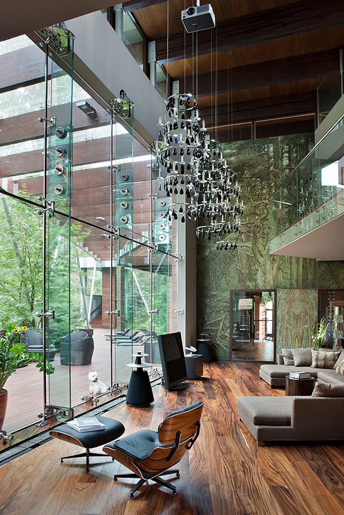 Spectacular glass house