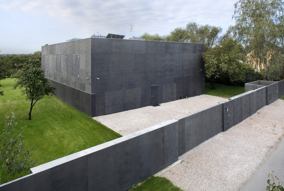 Fortress house, close