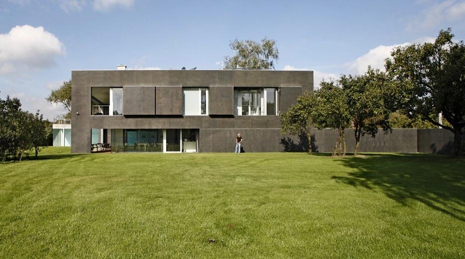 Fortress house, garden