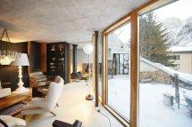 Image Peretele de sticla extinde spatiul interior spre terasa ampla si peisajul superb