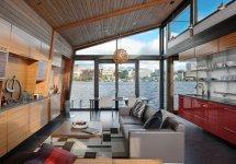 Image Priveliste spectaculoasa din livingul unei case plutitoare
