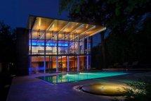 Image Lumini si umbre la piscina