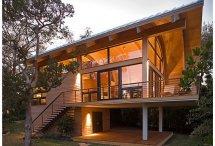Image Casa din lemn si sticla cu un spectaculos acoperis curbat