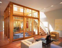 Image Living modern cu gradina interioara