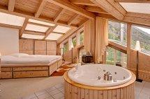 Image Dormitor matrimonial casa de vacanta din lemn