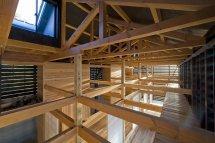 Image Casa cu grinzi de lemn la vedere