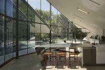 Image Loc de luat masa cu un spectaculos perete de sticla