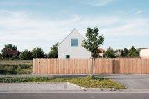 Image Un gard rustic, simplu, dar estetic, din lemn