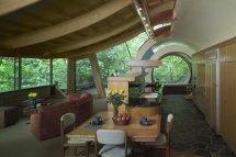 Image Living cu grinzi curbe din lemn stratificat