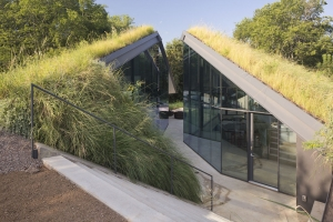 Ecology and Modernism - A Half-Buried House with Walls of Glass