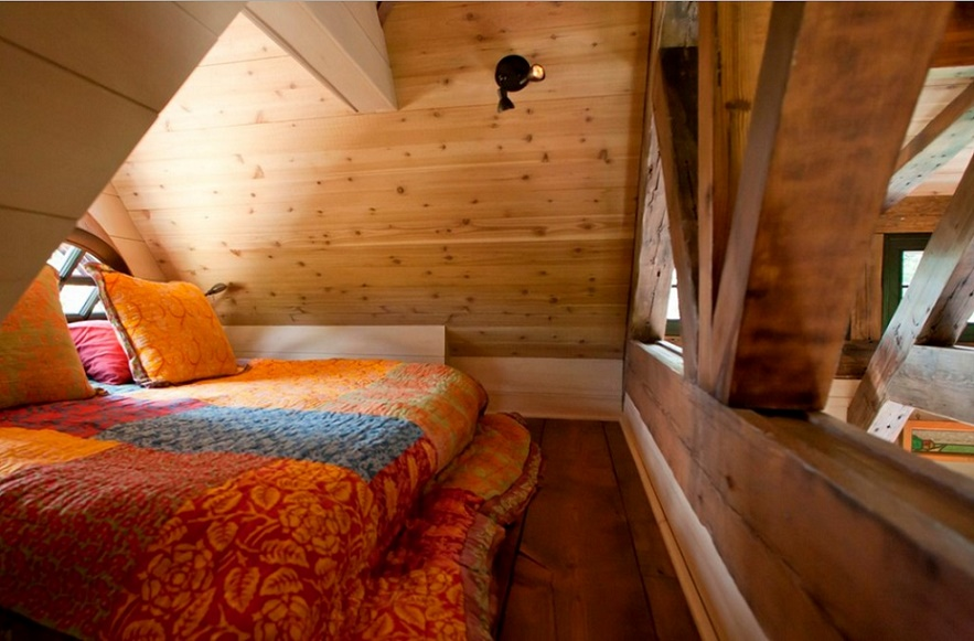 Mountain Cottage, attic bedroom