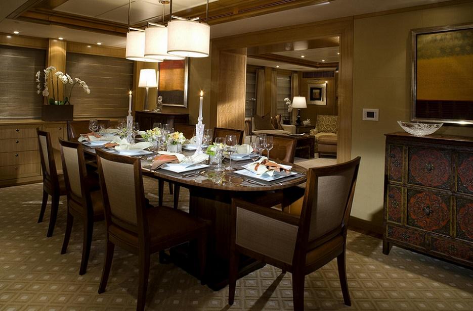 Slojo Yacht - Diningroom