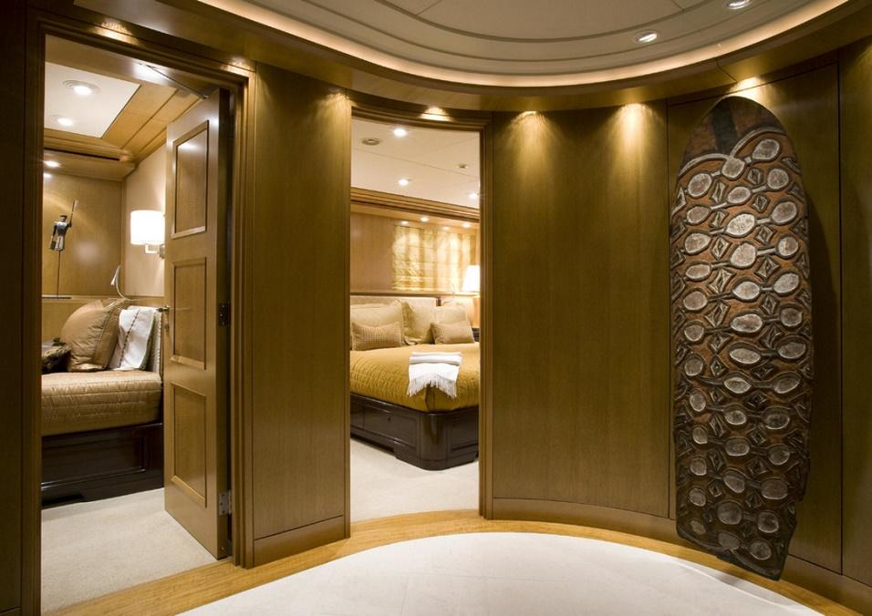 Slojo Yacht - Hall