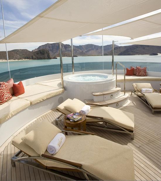 Slojo Yacht - Jacuzzi