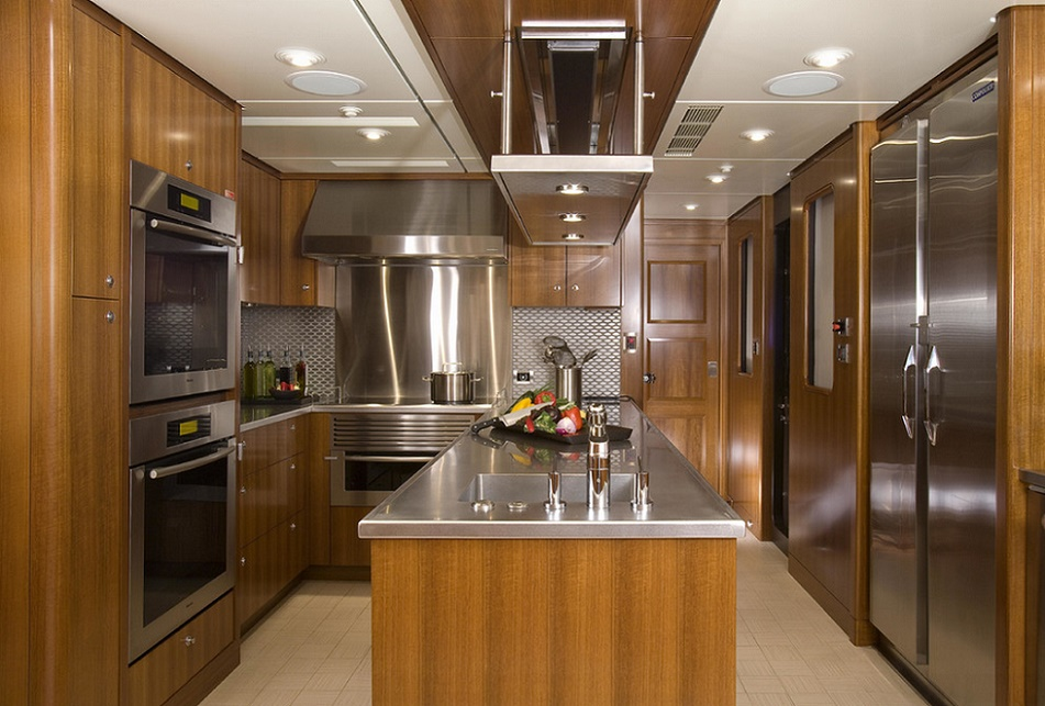 Slojo Yacht - Kitchen