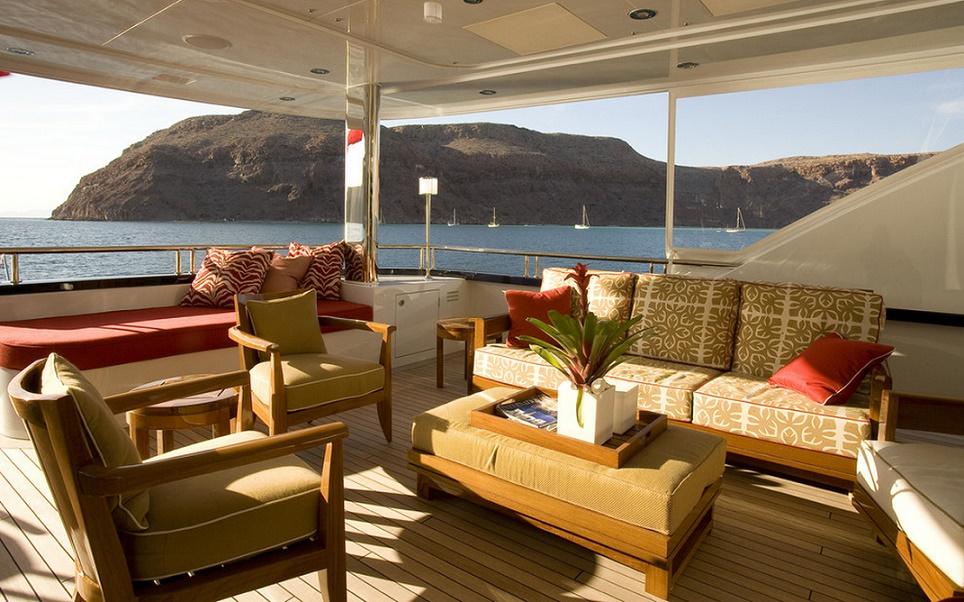 Slojo Yacht - Deck
